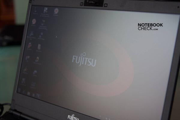 لپتاپ استوک Fujitsu مدل Lifebook S790 نمایشگر در نور